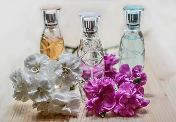 perfume as personalized party favors